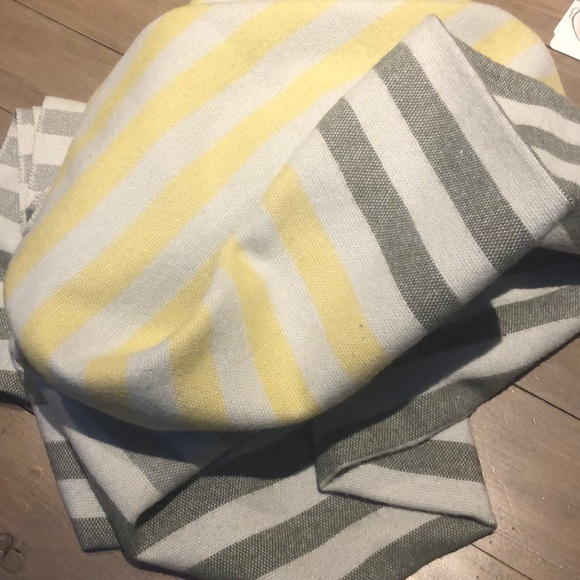 unknown Other - 🦄 Grey and Yellow Striped Throw